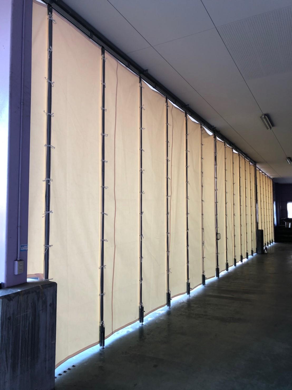 雨風対策に芯材入りカーテン