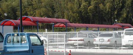 駐車場の通路テント